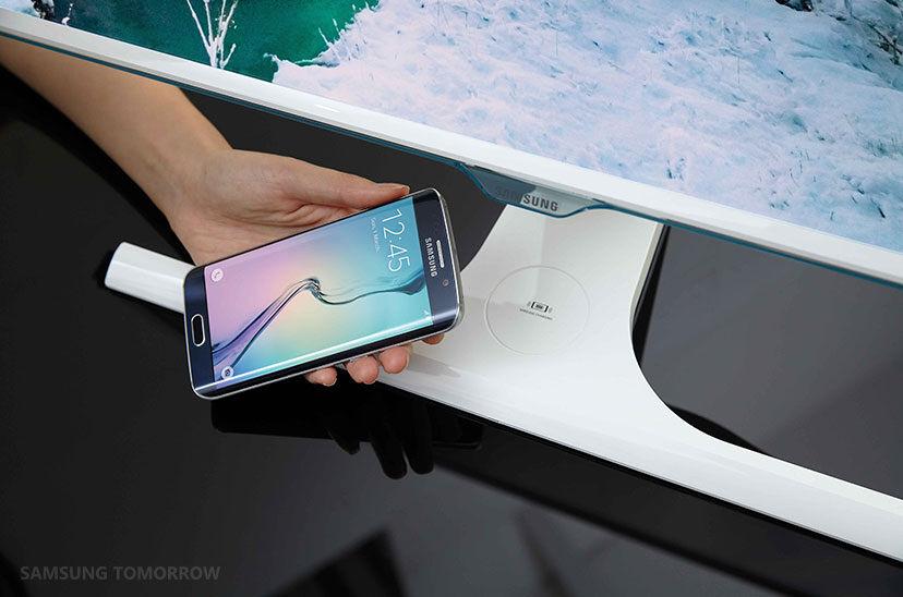 Samsung SE370 — world's first wireless charging monitor 19