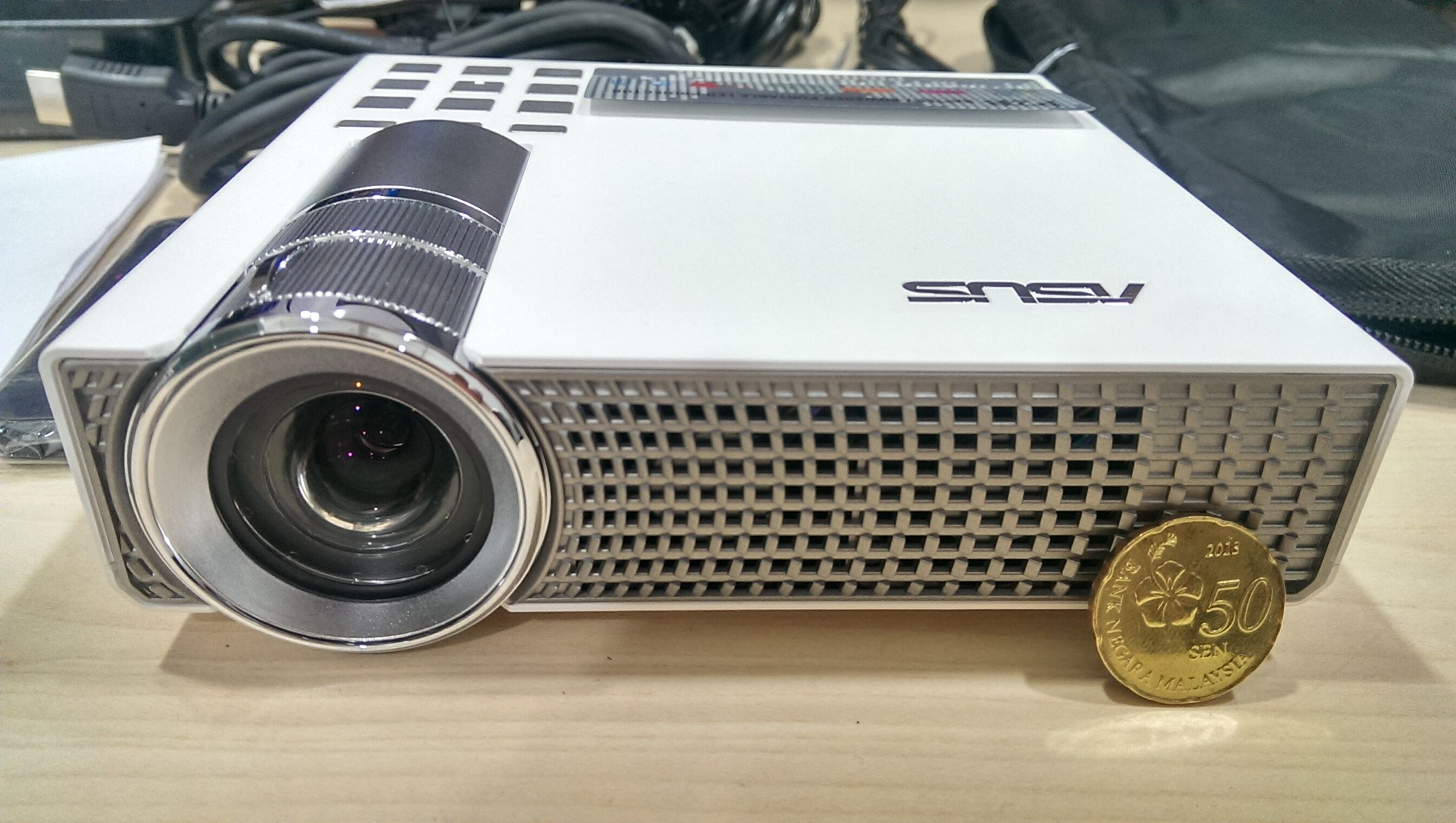 ASUS' first ever ASUS P2B projector review 22