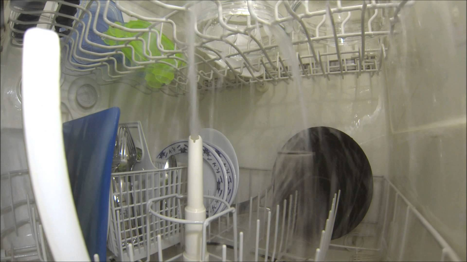 GoPro - Full wash cycle in a dishwasher 25