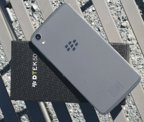 BlackBerry goes touchscreen-only for the DTEK50 20