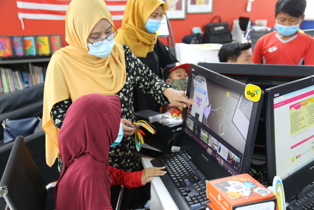 Digi-sets-up-free-Wi-Fi-for-B40-students