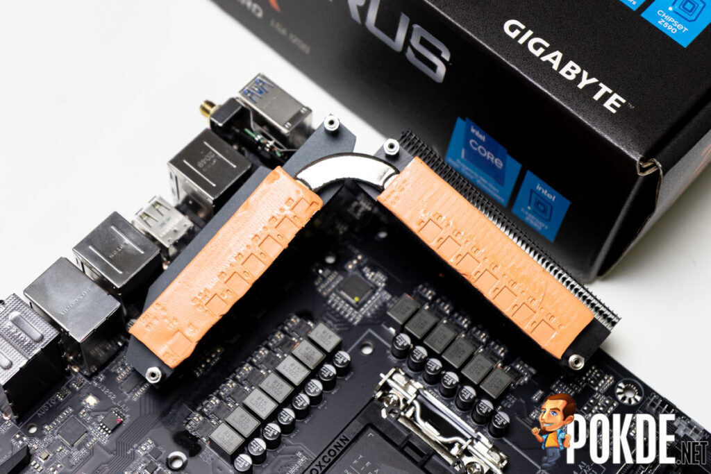 GIGABYTE Z590 AORUS PRO AX Review-17