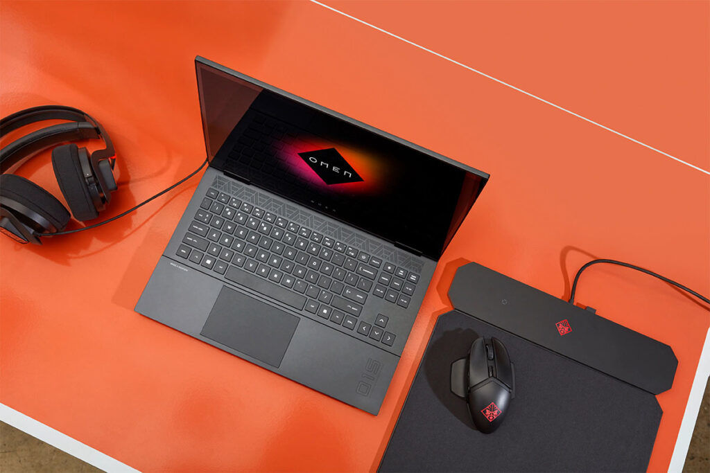 HP OMEN Laptop 15-en1000AX gaming setup