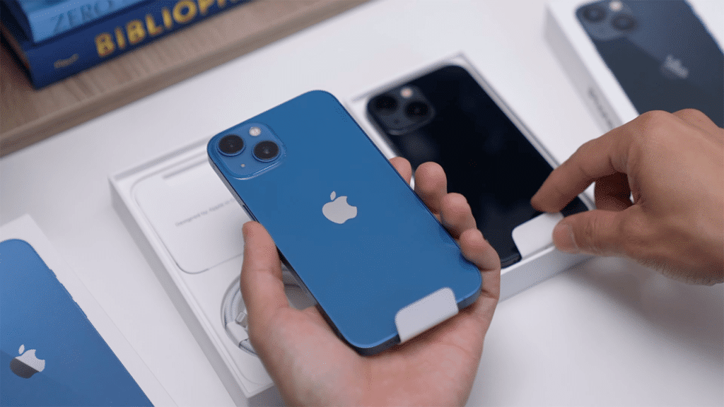 iPhone 13 unboxing